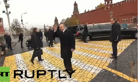 Ông Putin không quên vẫy chào và nói lời tạm biệt