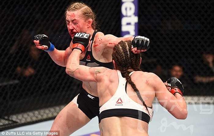 Ở lần thứ 3, Lauren Murphy chạm trán Kelly Faszholz, người mới chỉ vừa chuyển sang đấu UFC từ vài ngày trước