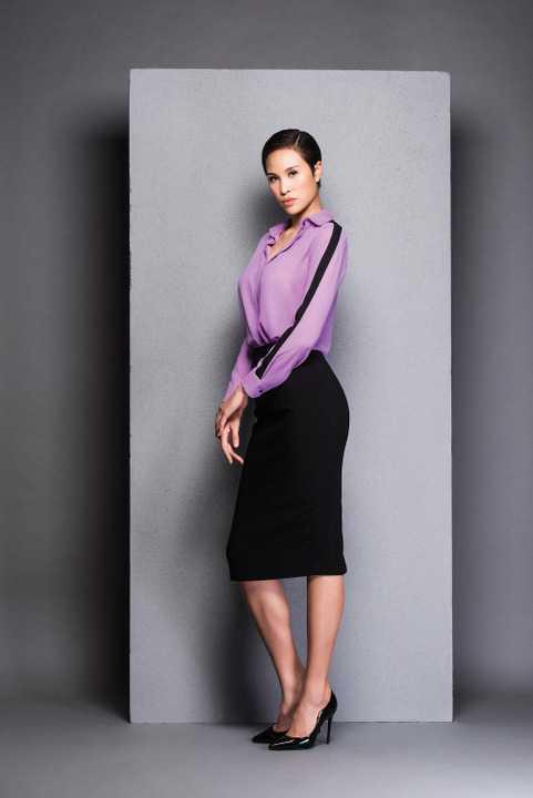 Phương Mai tiếp tục được Hà Tăng chọn lựa để thể hiện những mẫu thiết kế của nữ diễn viên.