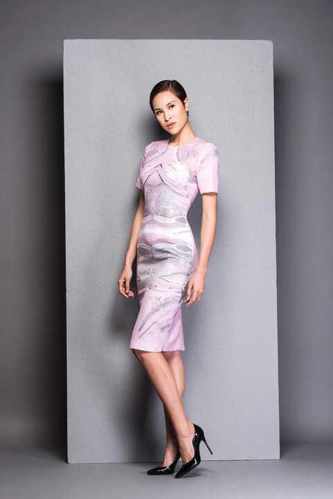 Dù đã rời sàn diễn thời trang nhưng Phương Mai vẫn cho thấy phong thái tự tin, chuyên nghiệp khi đứng trước ống kính.