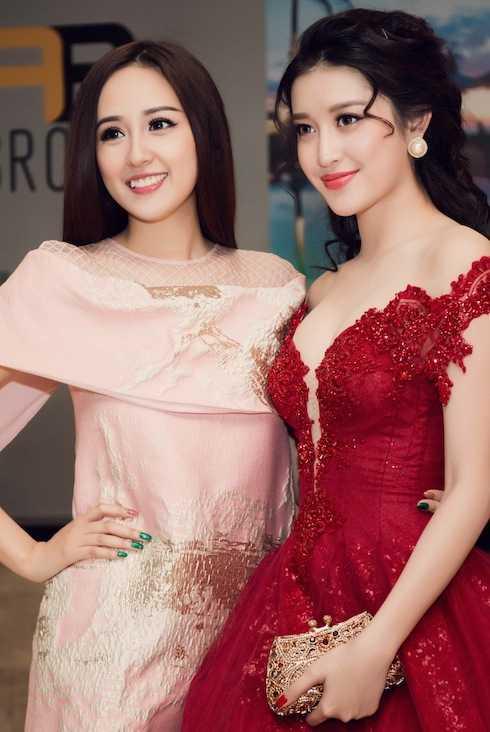 Mai Phương Thúy, Huyền My vừa cùng nhiều người đẹp Việt đến tham dự một bữa tiệc.