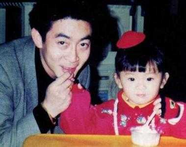 Lục Tiểu Linh Đồng và cô con gái duy nhất.