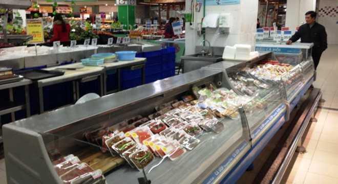 Khu vực hàng đông lạnh siêu thị Big C Vinh - nơi bán sản phẩm mực khô - Ảnh: Trà Phương