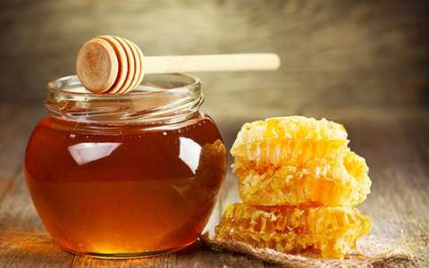 Do nhu cầu sử dụng ngày càng tăng nên nhiều cá nhân đã làm mật ong giả để bày bán trên thị trường. Ảnh minh họa