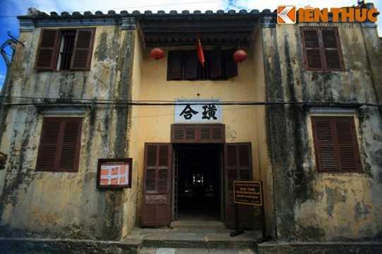 Tọa lạc số 33 đường Nguyễn Thái Học, Bảo tàng văn hóa dân gian Hội An không chỉ là một trong những bảo tàng chuyên đề đặc sắc mà còn là ngôi nhà cổ lớn nhất của Hội An.