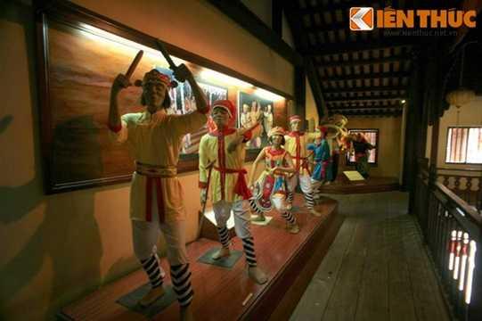 Hiện tại, đây là nơi trưng bày khoảng 500 hiện vật, giới thiệu về bốn chủ đề chính: Nghệ thuật tạo hình dân gian, nghệ thuật diễn xướng dân gian, ngành nghề truyền thống và sinh hoạt dân gian.