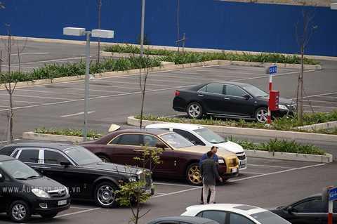 Chiếc Rolls-Royce Golden Ghost bị bắt gặp tại sân bay Nội Bài cũng trong buổi chiều cùng ngày hôm đó.
