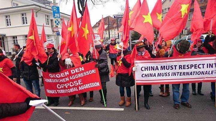 Biểu tình tại Frankfurt (Đức) hôm qua, 28/2, phản đối Trung Quốc xâm lược biển đảo Việt Nam
