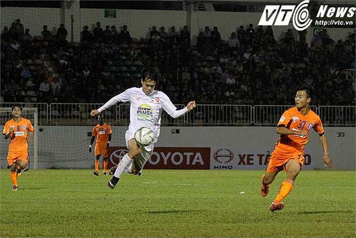 Văn Toàn là một trong những cầu thủ thi đấu năng nổ nhất HAGL