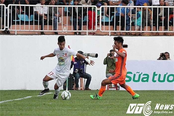 Ở trận đấu này, cầu thủ có số lần đi bóng qua người thành công nhiều nhất là Văn Thanh, ít nhất 5 lần trong cả trận