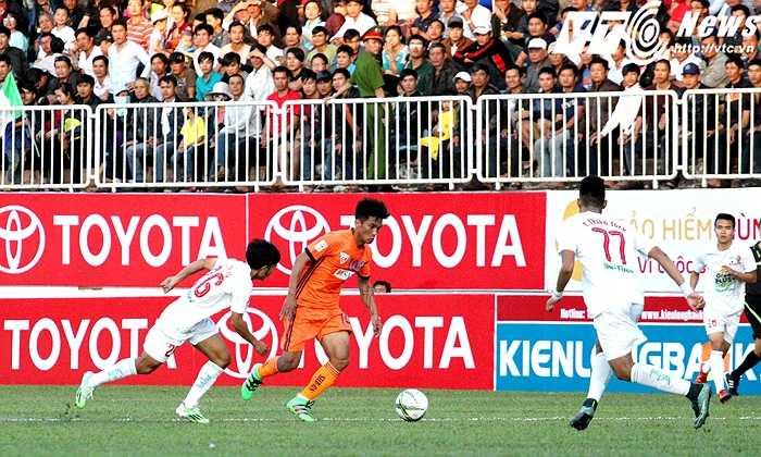 Ở trận đấu này, HAGL gặp lại 'người cũ' Hoàng Thiên. Cựu đội trưởng đội bóng phố Núi thi đấu khá nhạt nhòa