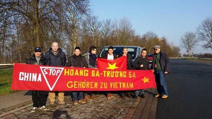 Người Việt Nam ở Đức xuống đường biểu tình