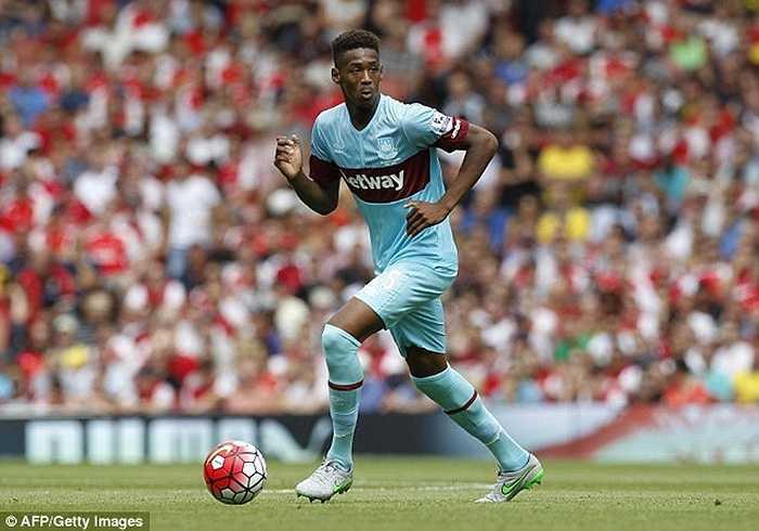 Reece Oxford khiến Arsenal phải ngỡ ngàng khi khóa chặt ngòi nổ Mesut Ozil ngay trận khai mạc mùa giải năm nay. Cầu thủ 16 tuổi góp phần quan trọng giúp West Ham đánh bại Pháo thủ 2-0 ngay ở Emirates