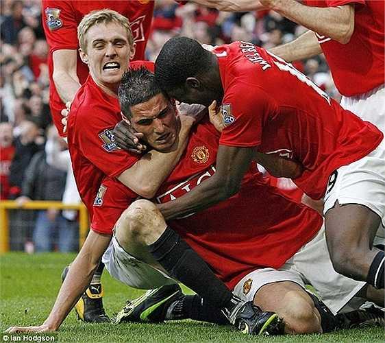 Vẫn là người của MU, chân sút 17 tuổi Federico Macheda qua người cực ngọt và cứa lòng chính xác giúp Quỷ đỏ có chiến thắng quan trọng 3-2 trước Aston Villa vào đúng những phút bù giờ cuối cùng vào tháng 3/2009