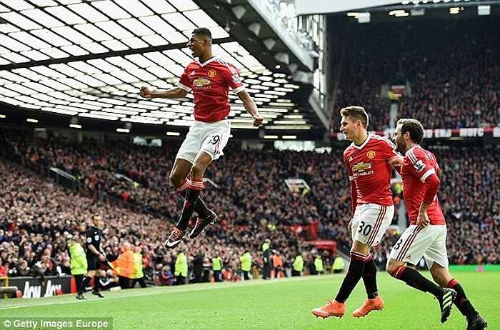 Mới nhất, Marcus Rashford ghi 2 bàn và kiến tạo 1 lần cho đồng đội lập công khi giúp MU đánh bại Arsenal