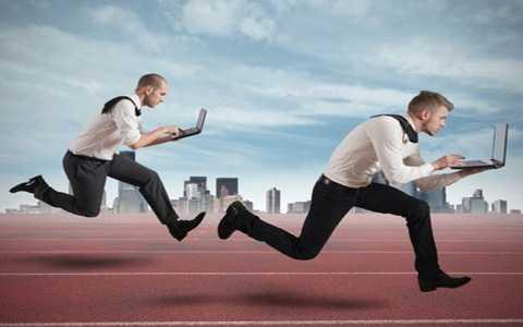 Việc đặt ra mục tiêu ngắn hạn và dài hạn giúp bạn kiểm soát được thời gian dễ dàng hơn