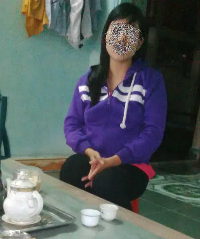 Chị Hồ Thị D đang mang thai ở tháng thứ 8. Ảnh An Sơn