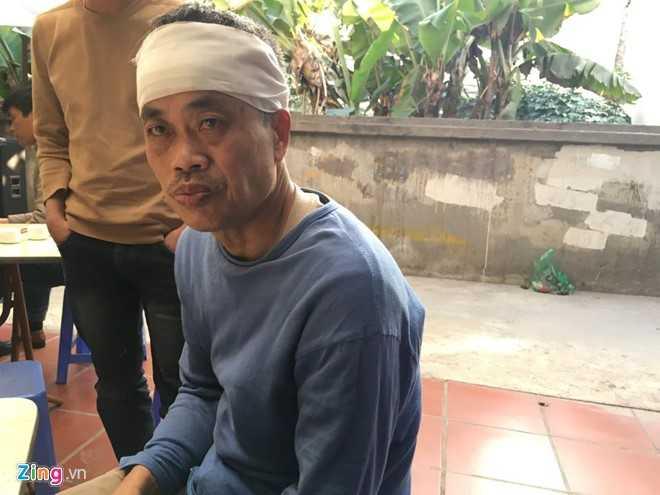 Ông Trần Việt Dũng kể về người vợ tần tảo sớm hôm gặp nạn. Ảnh: H.N.