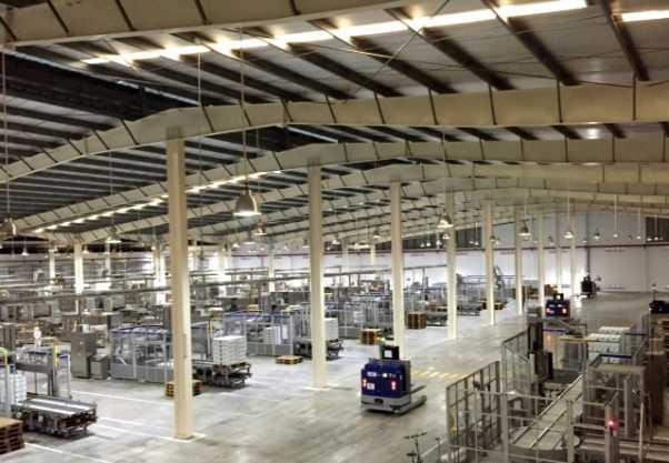 Một góc Nhà máy sản xuất sữa nước hiện đại của Vinamilk