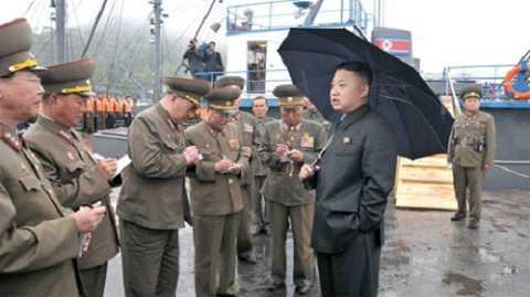 Ông Kim Jong Un thị sát nhà máy tên lửa Triều Tiên