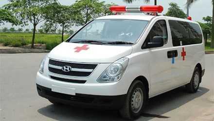 Anh Dũng vừa điều khiển xe cấp cứu vào Viện Bỏng Quốc gia đón bệnh nhân ra viện thì bị hai người chặn xe, đấm đá túi bụi. Ảnh minh họa