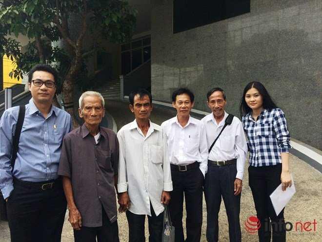 Ông Huỳnh Văn Nén, cụ Huỳnh Văn Truyện, thầy Nguyễn Thận cùng các luật sư tại Viện KSND Tối cao phía Nam