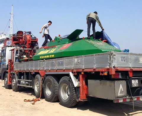 Trước đó, ngày 13/2, ông Hòa đã đưa tàu ngầm tự chế Hoàng Sa ra vùng biển thuộc cảng Diêm Điền (cách thành phố Thái Bình 30 km) để thử nghiệm nhưng không được chấp nhận - Ảnh Báo Đất Việt