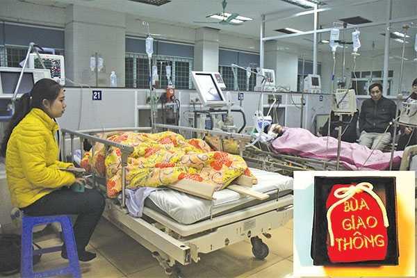 Dù mang theo bùa giao thông, nhưng chị Nhung vẫn bị TNGT và đang điều trị tại Bệnh viện Việt Đức - Ảnh: Hữu Tuấn