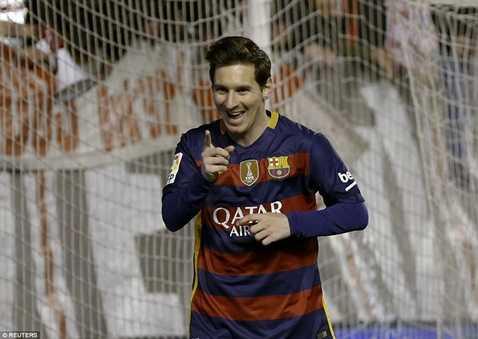 Messi ăn mừng khi lập hat-trick đêm qua
