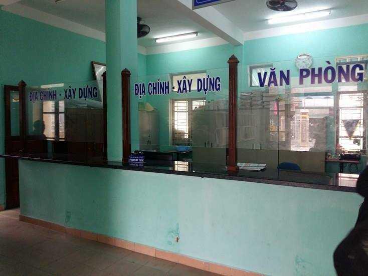 Chiều ngày 1/3 khi PV VTC News đến trụ sở UBND phường Phước Vĩnh để đăng ký làm việc thì phát hiện hàng loạt cán bộ chủ chốt của phường này bỏ nhiệm sở trong giờ hành chính để đi làm việc riêng.