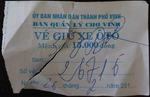 Vé xe người phụ nữ tên Hằng ghi cho phóng viên
