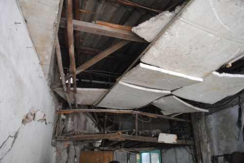 ù đã nhiều lần xin phép để sửa nhà nhưng UBND quận Long Biên không cấp phép khiến ông Thủy rất khổ tâm. (Ảnh: Thanh Hùng)