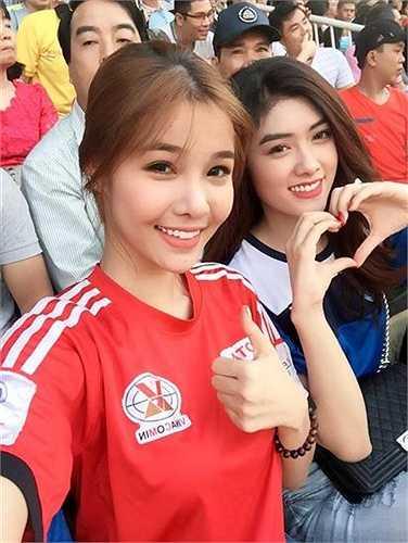 Kỳ Hân khoe ảnh trên trang cá nhân, chụp cùng với người mẫu Huỳnh Tiên