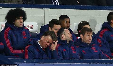 Van Gaal lại thua sốc trước đối thủ yếu