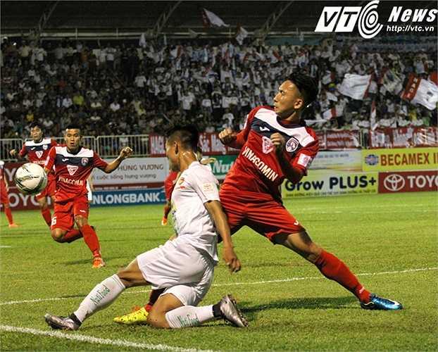 HAGL và Than Quảng Ninh đã cống hiến một trận cầu hấp dẫn ở sân Pleiku