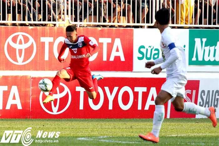 Than Quảng Ninh có khá nhiều phương án tấn công với những cầu thủ có khả năng đột phá tốt. Song, HAGL trong một ngày chơi cực hay đã khiến các chân sút từ đất Mỏ không thể có bàn thắng