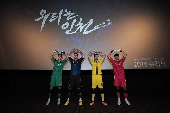 Incheon United giới thiệu áo đấu của mùa giải mới.