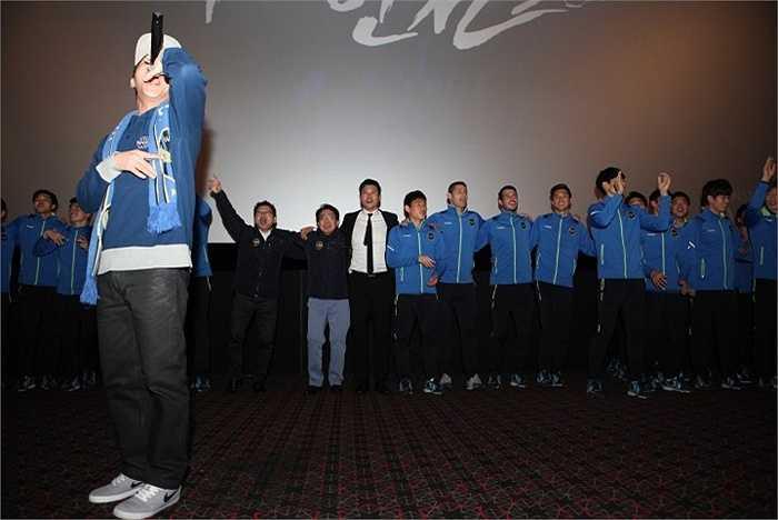 Các cầu thủ thể hiện khả năng ca hát.