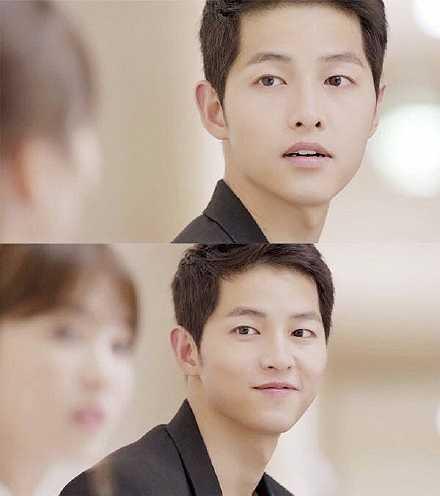 Nhân vật đại úy Shi Jin của Song Joong Ki đang là soái ca được fan nữ yêu thích nhất trong phim Hàn thời gian gần đây. Anh chàng vừa có nét mạnh mẽ của quân nhân, hài hước, giỏi tán gái. Chuyện tình yêu 'thần tốc' và lãng mạn giữa Shi Jin và bác sĩ Mo Yeon (Song Hye Kyo) đang khiến người xem đếm từng ngày để chờ xem phim.