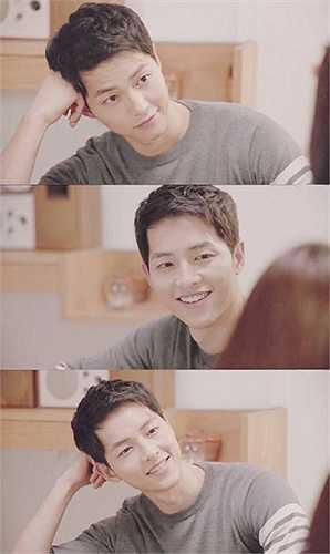 Loạt 3 biểu cảm đáng yêu của chàng đại úy, điểm chung ở 3 bức ảnh là ánh mắt của Song Joong Ki lúc nào cũng dịu dàng, đầy tình cảm.
