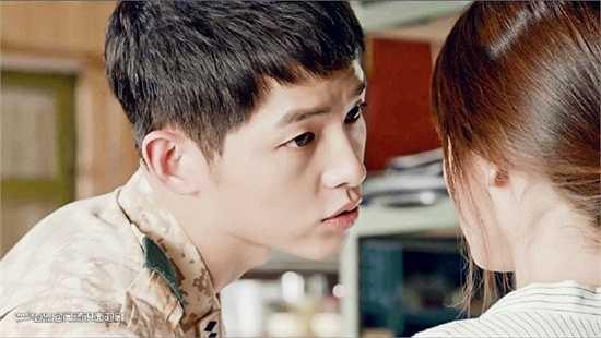 Chàng đại úy Shi Jin giỏi tán tỉnh, lúc nào cũng chủ động áp sát nên cũng dễ hiểu khi Mo Yeon phải lòng anh chàng điển trai, thườngquan tâm đến mình.