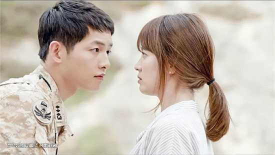 Shi Jin cực thích ép sát, nhìn vào mắt Mo Yon trong khoảng cách gần. Có lẽ anh chàng biếtmình có mắt đẹp, mặt đẹp, làn da hoàn hảo nên tự tin đưa mặt phóng đại trước bạn gái.
