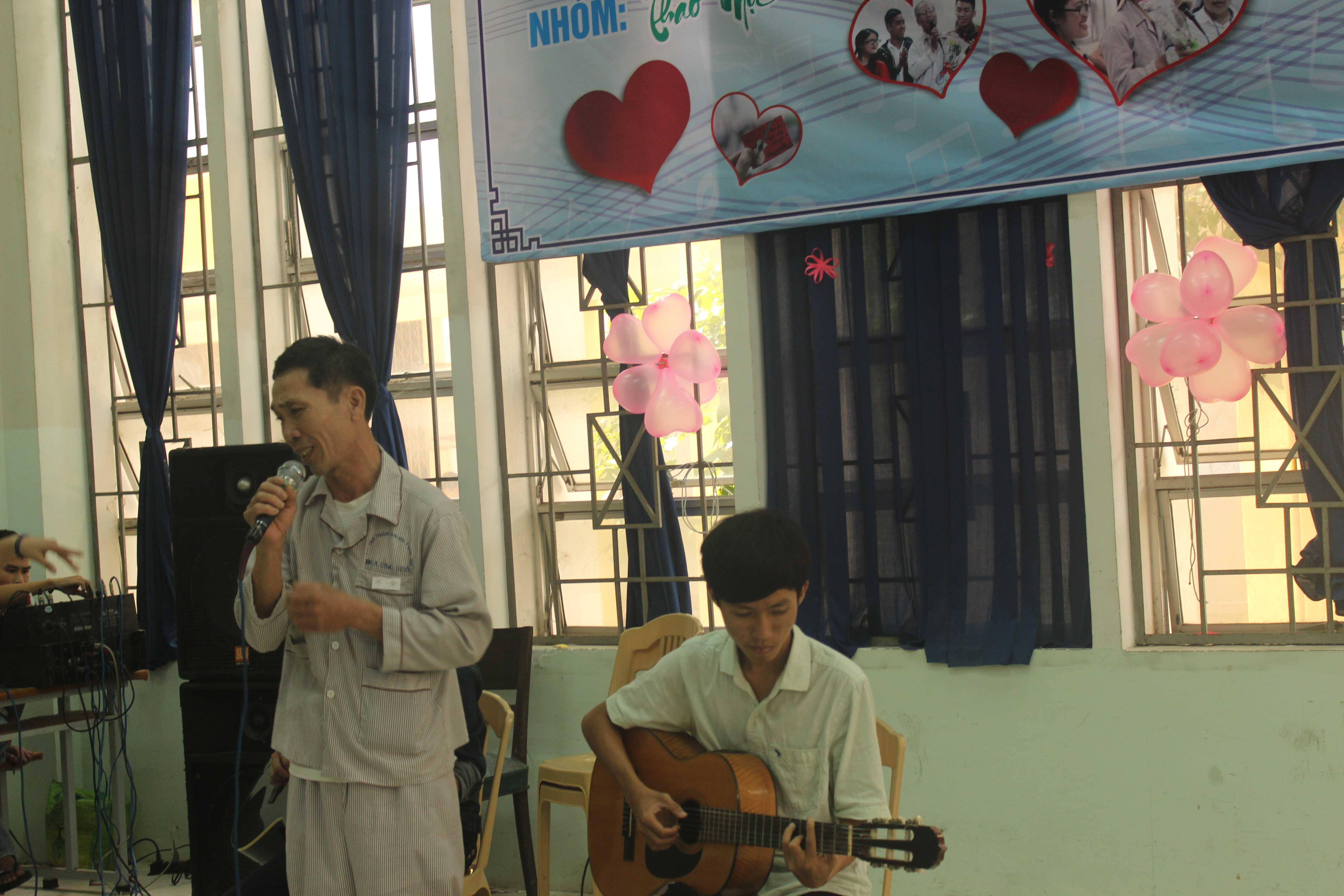 Với Một bức tranh - Nhiều hi vọng những bệnh nhân ung thư sẽ được hát cho nhau nghe chia sẻ cho nhau những kinh nghiệm sống vui, sống khỏe, chống chọi với bệnh tật.