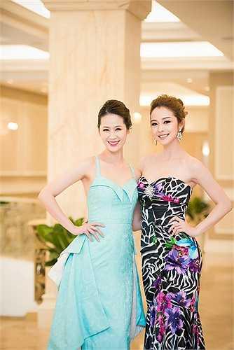 Jennifer Phạm khoe vai trần, ngực đầy bên Dương Thùy linh Linh khi cả hai cùng xuất hiện trong một sự kiện.