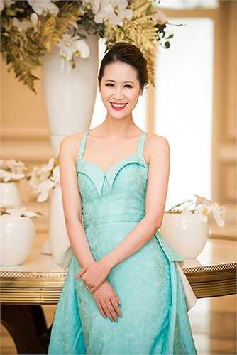 Với lợi thế du học và sống nhiều năm ở Singapore và Anh Quốc và với kinh nghiệm làm MC truyền hình nhiều năm, hoa hậu thân thiện Dương Thùy Linh luôn được tin tưởng giao những chương trình quan trọng.