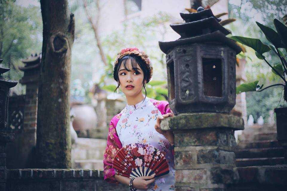 Hương Thảo còn biết chơi đàn piano và đàn nhị.