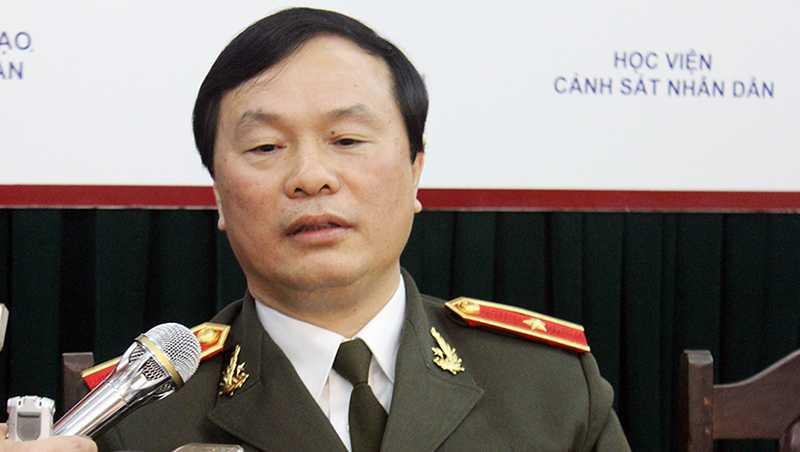 Thiếu tướng, GS.TS Bùi Minh Giám đã trả lời câu hỏi của các độc  giả về  điểm mới của kỳ xét tuyển các trường CAND năm 2016.(Ảnh: Nguyễn Tâm)