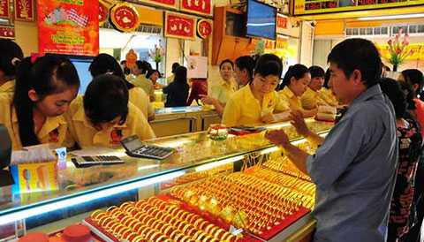 Giá vàng hôm nay 9/3 giảm sâu nhưng lại đắt hơn giá vàng thế giới