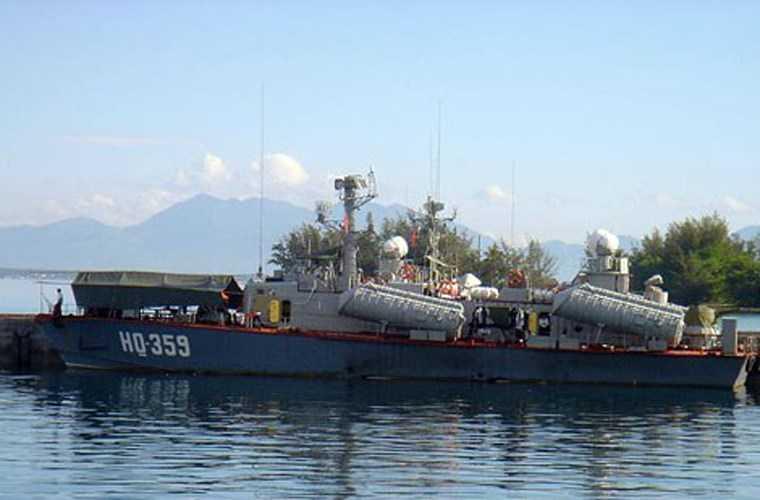 Đánh ven bờ nên tàu tên lửa Osa có sự hỗ trợ từ các hệ thống trinh sát mục tiêu trên không, trên biển và trên bờ nên tàu không cần trang bị hệ thống khí tài trinh sát mạnh. Khả năng đi sóng, hành trình dài cũng không phải là tiêu chí cần thiết với loại tàu chống đổ bộ gần bờ.