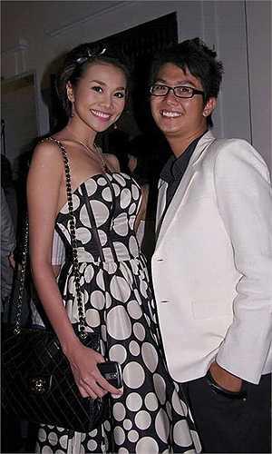 Ali Hùng Cường khoe ảnh trong một lần 'đọ chân dài' cùng siêu mẫu Thanh Hằng.